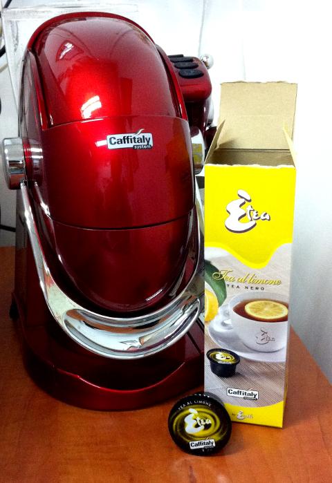 A kávégép teakapszulával is működik, pl. a képen citromossal. (Fotó: Anna)