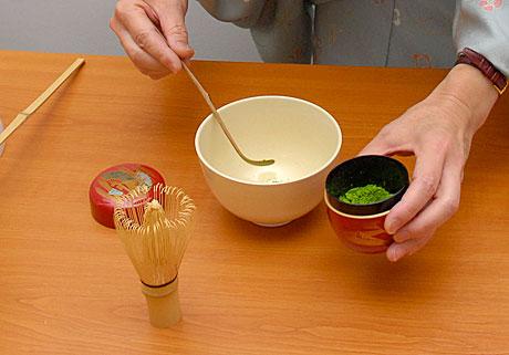Itt kerül a matcha a csészébe (Fotó: MsTea)