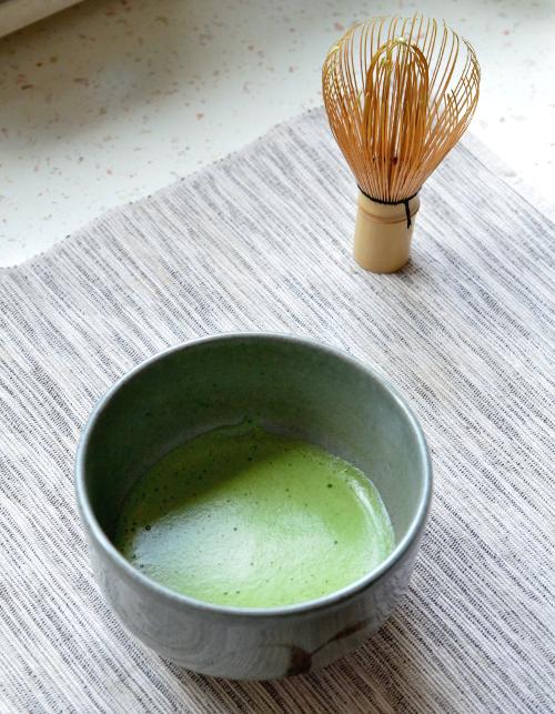 Matcha, csésze, chasen. Marukyu Koyamaen - Chigi no Shiro (Fotó: MsTea)